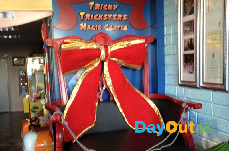 TrickyTricksters-Magic-Castle-Throne