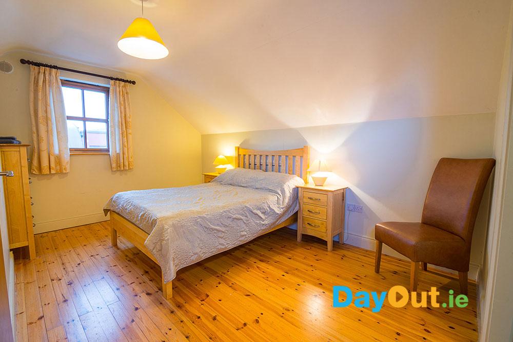 croagh-patrick-hostel-cottages-bedroom