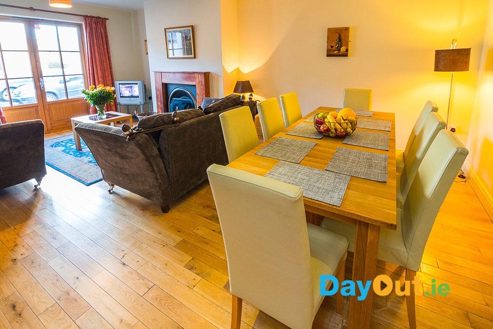 croagh-patrick-hostel-cottages_cottage-lounge_alternative