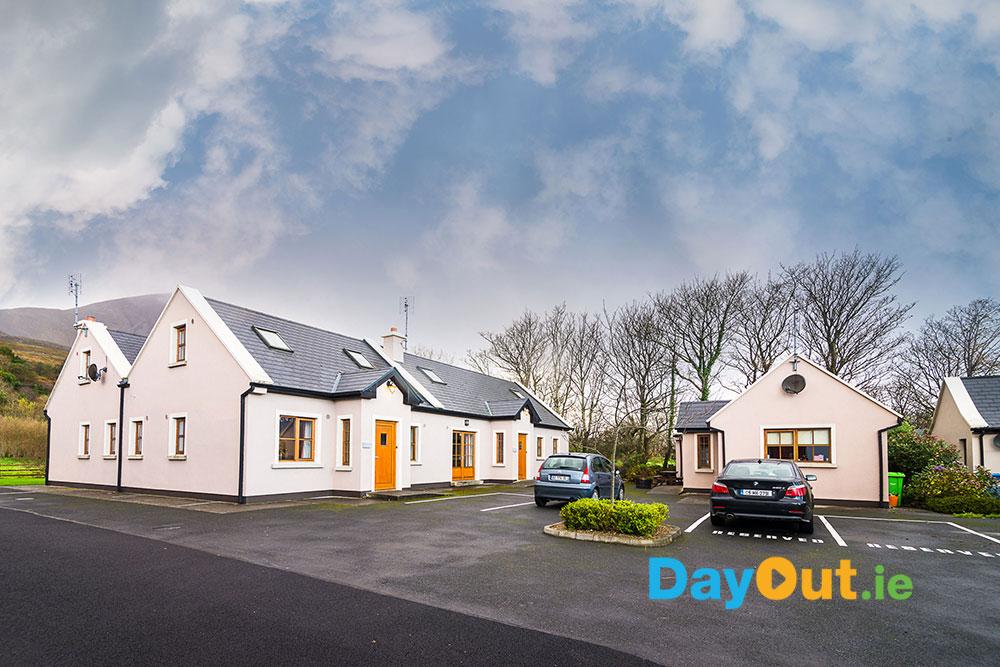 croagh-patrick-hostel_cottages