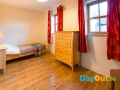 croagh-patrick-hostel-cottages_cottage-brightbedroom