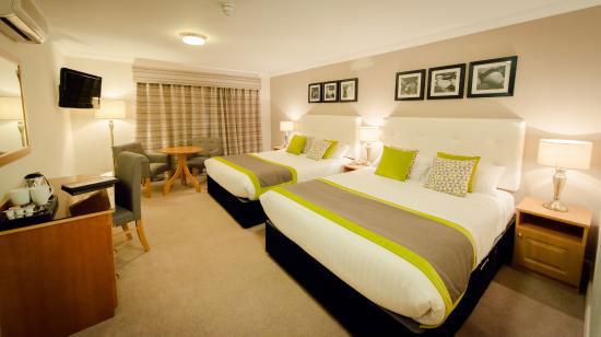 Glenroyal-Hotel-Bedroom